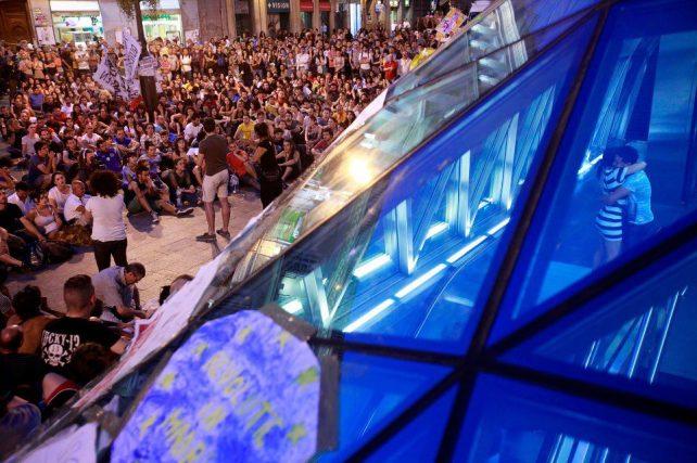 Asablea del 15M en la céntrica Puerta del Sol madrileña. Fotografía de Olmo Calvo Rodríguez.