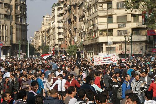 Opositores del Presidente Morsi manifestándose en la plaza Tahrir. Fuente: Islamic Human Rights Court.