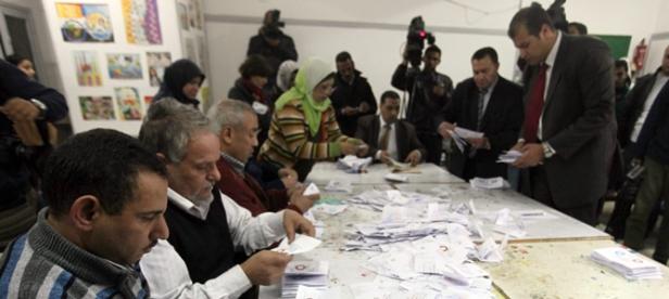 Recuento de votos de la segunda vuelta del referéndum sobre la nueva Constitución egipcia. Fuente: EFE/ KHALED ELFIQI