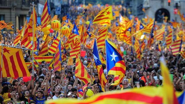 Manifestación por las calles de Barcelona en favor de la independencia de Catalunya durante la Diada. Fuente: teinteresa.es