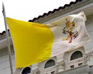 Bandera de la Santa Sede, Estado territorial independiente de Italia y sujeto de derecho internacional pleno desde 1929. Fuente: Revista Ecclesia