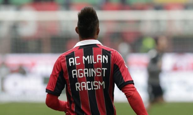 Boateng entrenando con una camiseta en contra del racismo. Fuente: Antonio Calanni - AP.