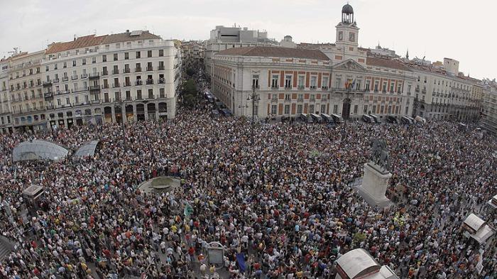 Un año después del nacimiento del movimiento 15M miles de personas se manifestaron en Sol en mayo de 2012. Fuente: www.rtve.es