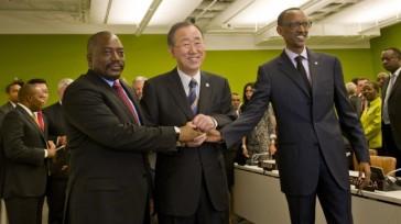 Joseph Kabila, Ban Ki-moon y Paul Kagame en New York para la Joseph Kabila, Ban Ki-moon y Paul Kagame en New York para el 67° Período de Sesiones de la Asamblea General de la ONU,  27 de septiembre de 2012. Fuente: UN Photo/Eskinder Debebe