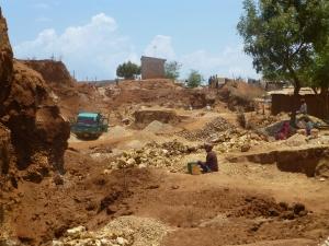 La piedra es un negocio seguro en Tanzania, aunque no da mucho dinero. | Fuente: Aideen Kennedy.