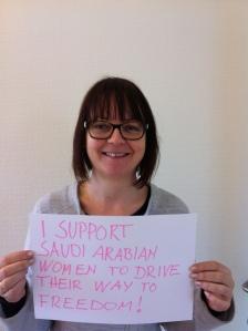 «Yo apoyo a las mujeres saudíes que conducen hacia su libertad». | Fuente: Susanne Koch (Flickr)