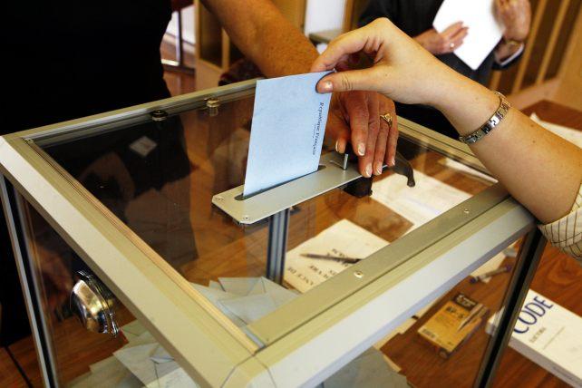 Una urna electoral durante los comicios presidenciales franceses de 2007 | Fuente: Rama