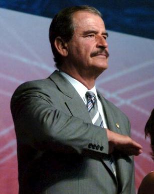 civil_salute_mexican_flag